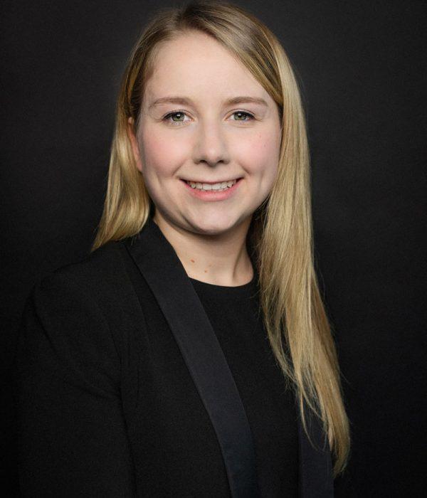 Kaitlyn Moore. Family Lawyer Edmonton